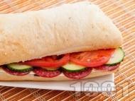 Сандвич с луканка и ементал